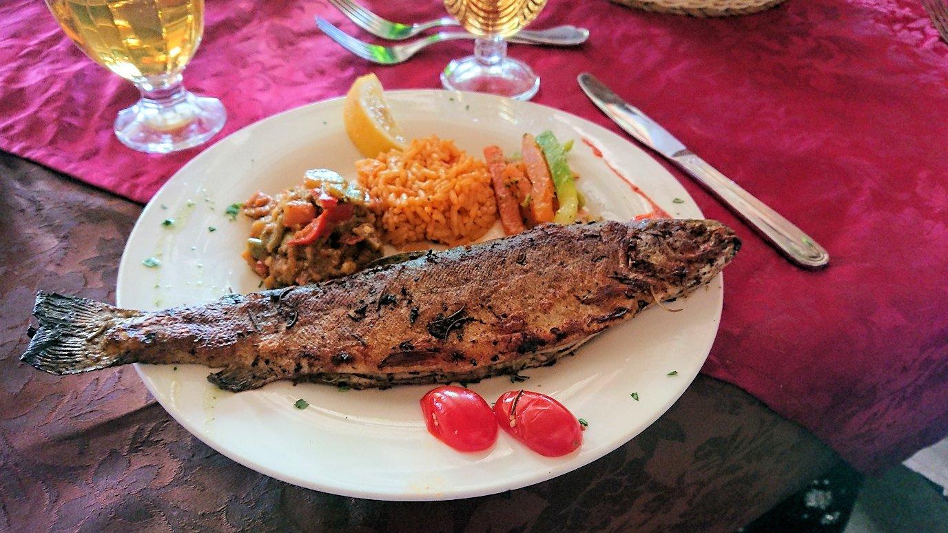 モロッコのミデルトのタダートホテル内のレストランで食べた昼食1
