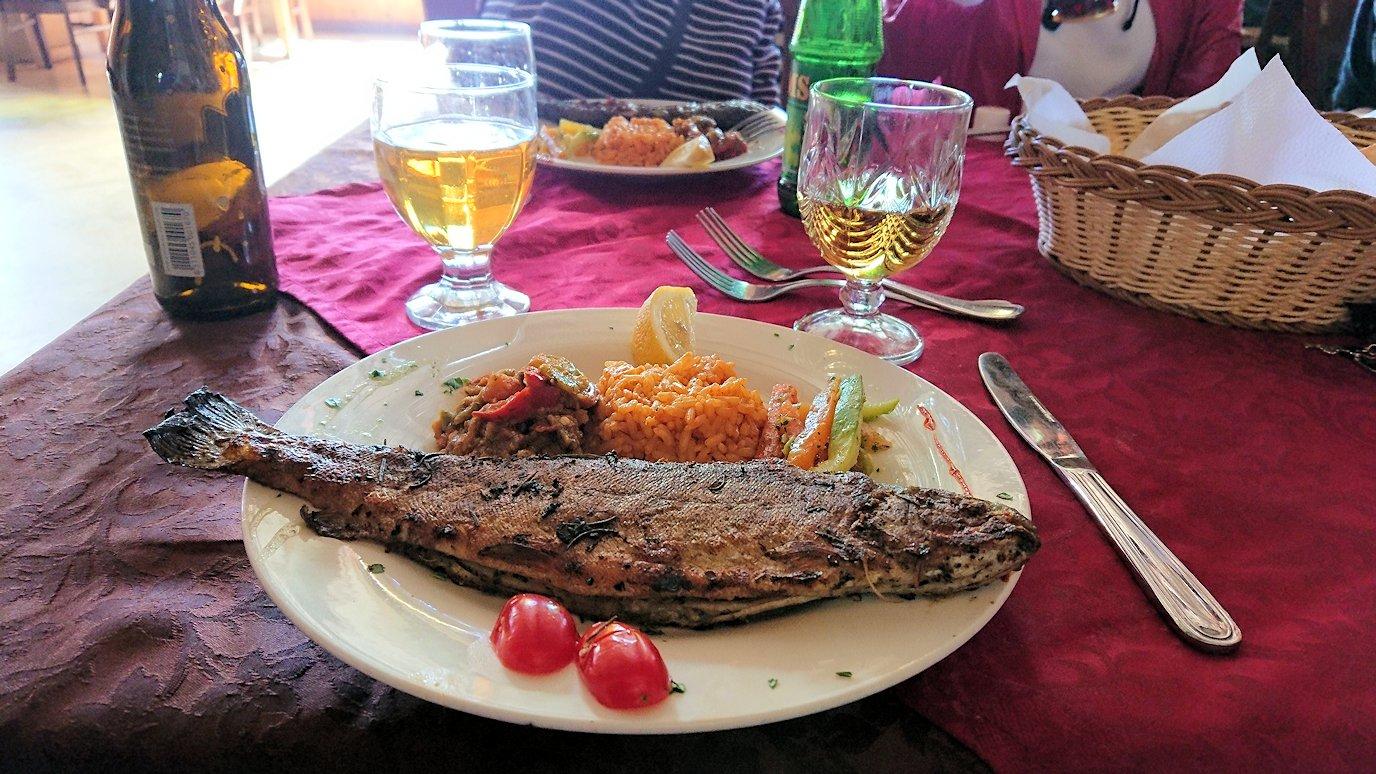モロッコのミデルトのタダートホテル内のレストランで食べた昼食2