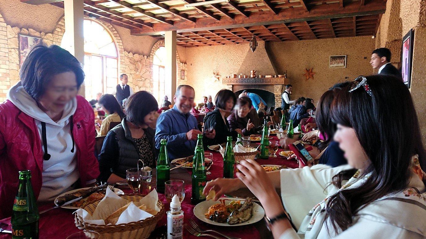 モロッコのミデルトのタダートホテル内のレストランで食べた昼食3