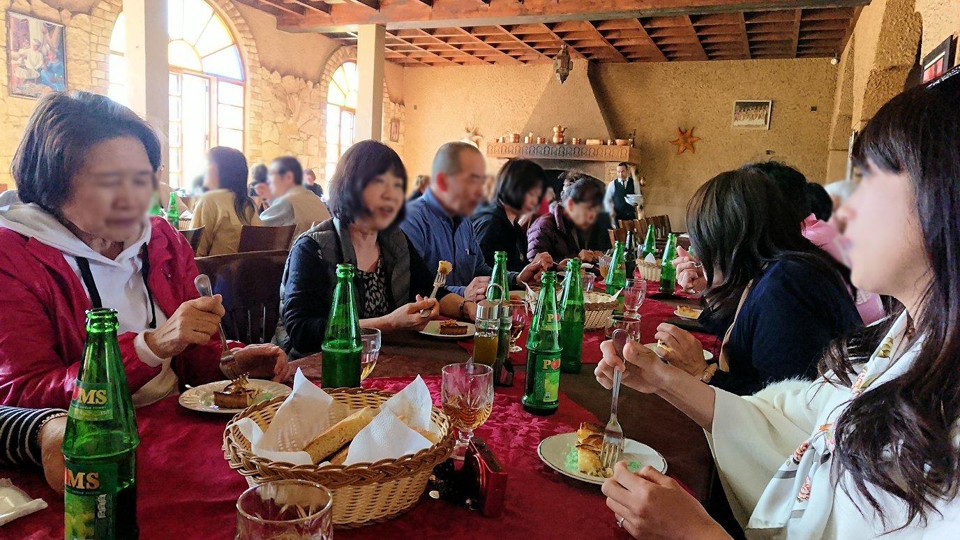 モロッコのミデルトのタダートホテル内のレストランで食べた昼食5
