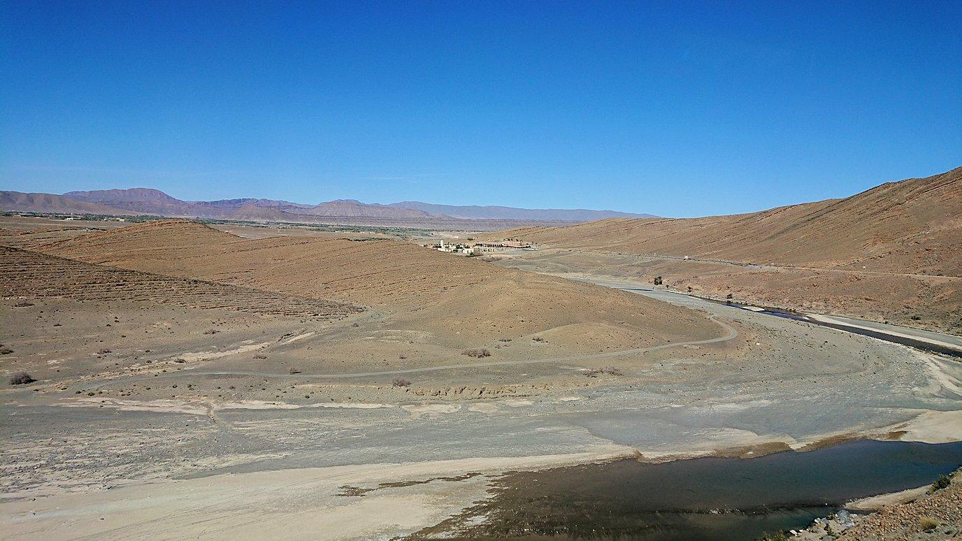 モロッコのミデルトからズイズ渓谷に移動する6