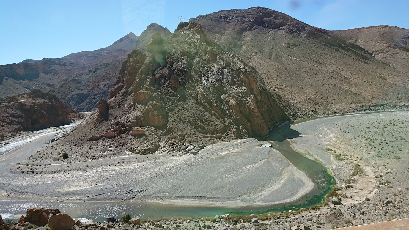 モロッコのミデルトからズイズ渓谷近くの様子2