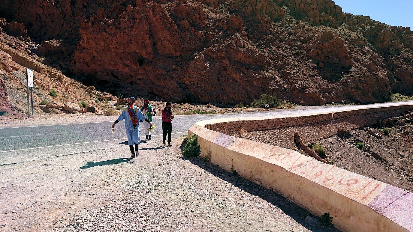 モロッコのミデルトからズイズ渓谷近くの様子4