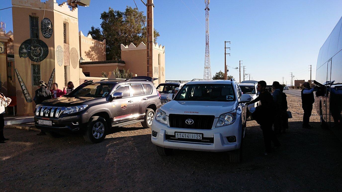 モロッコのエルフードで4WD車に乗り換え