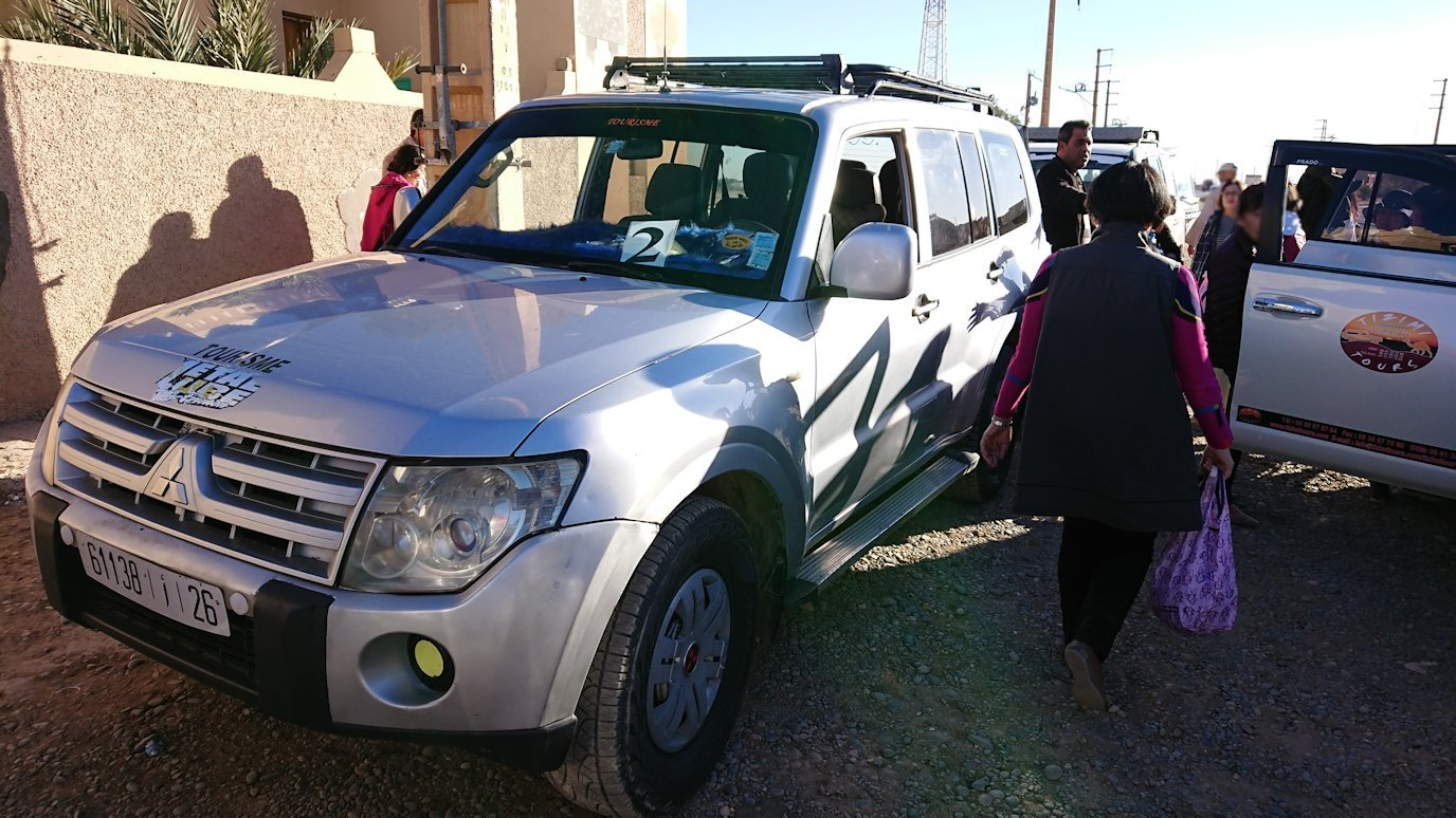 モロッコのエルフードで4WD車に乗り換え1