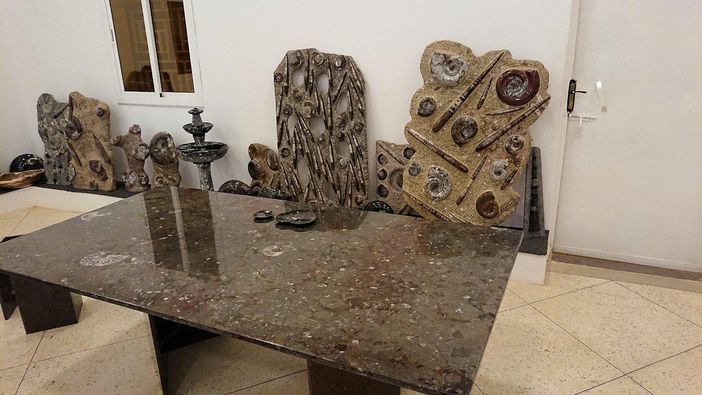 モロッコのエルフードで化石のお土産物屋さんの様子