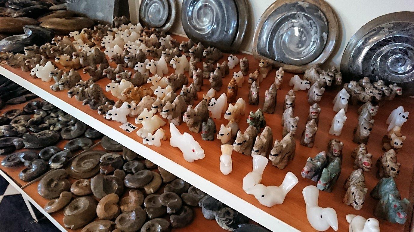 モロッコのエルフードで化石のお土産物屋さんの様子7