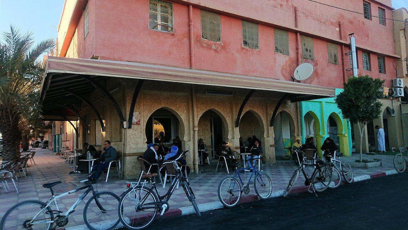 モロッコのエルフードで4WD車に乗り込み砂漠のホテルを目指します1