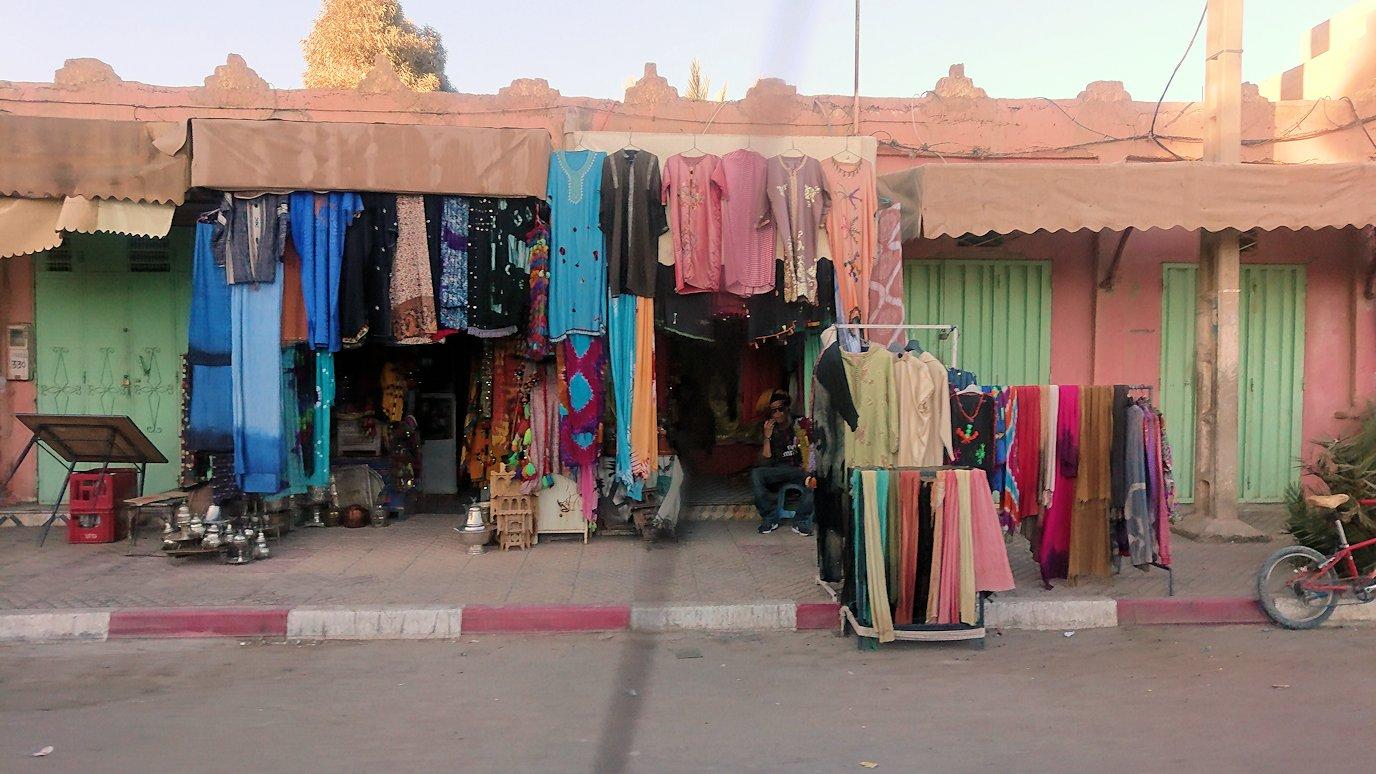 モロッコのエルフードで4WD車に乗り込み砂漠のホテルを目指します2