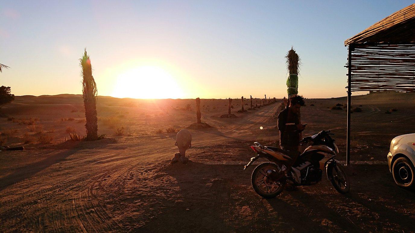 モロッコのメルズーガにて砂漠のホテルに到着4