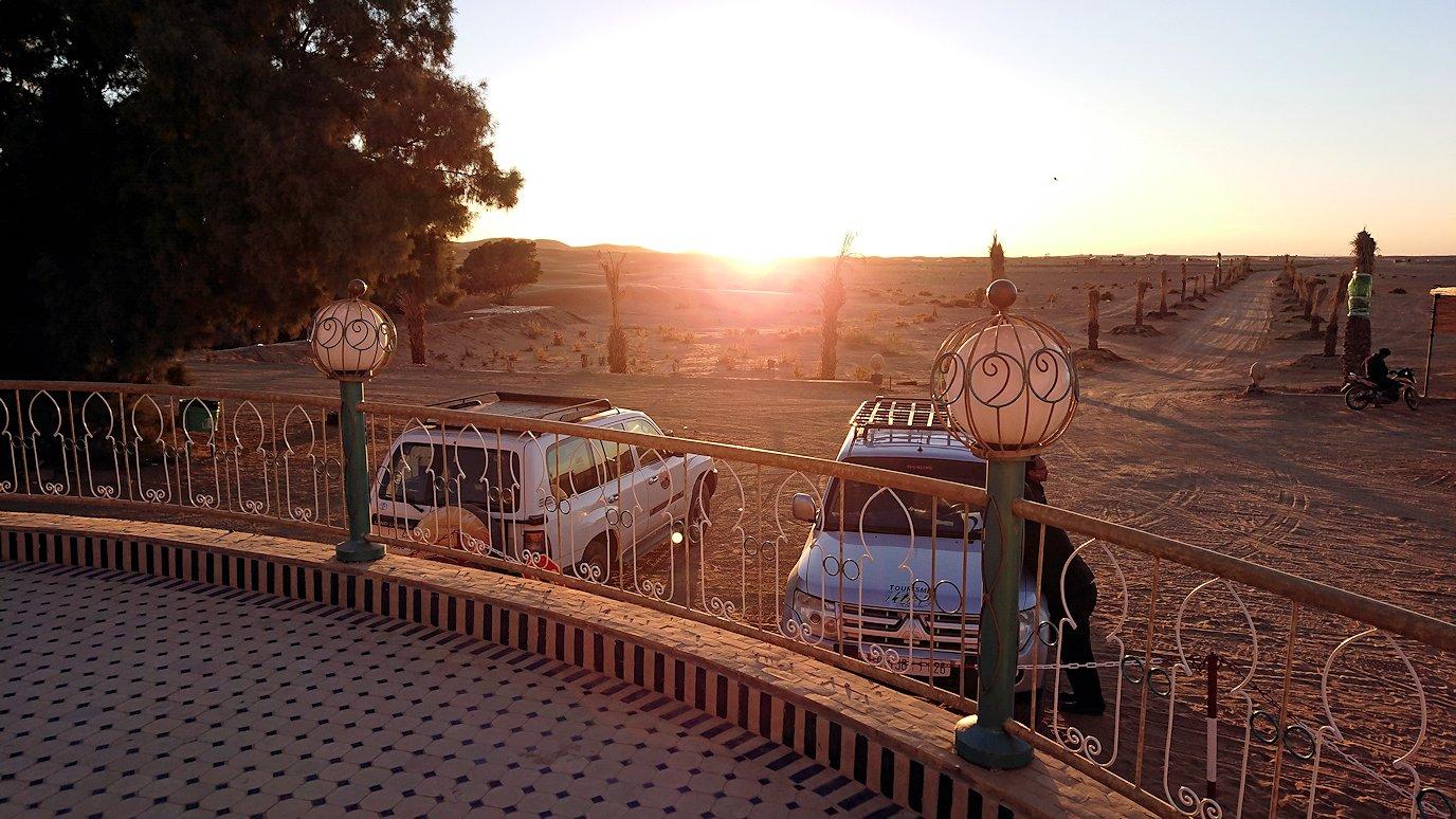モロッコのメルズーガにて砂漠のホテルに到着7