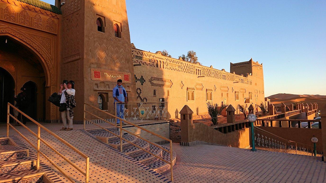 モロッコのメルズーガにて砂漠のホテルに到着8