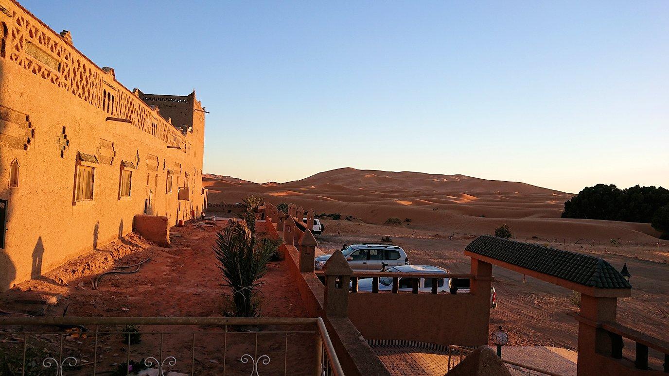 モロッコのメルズーガの砂漠ホテルの様子