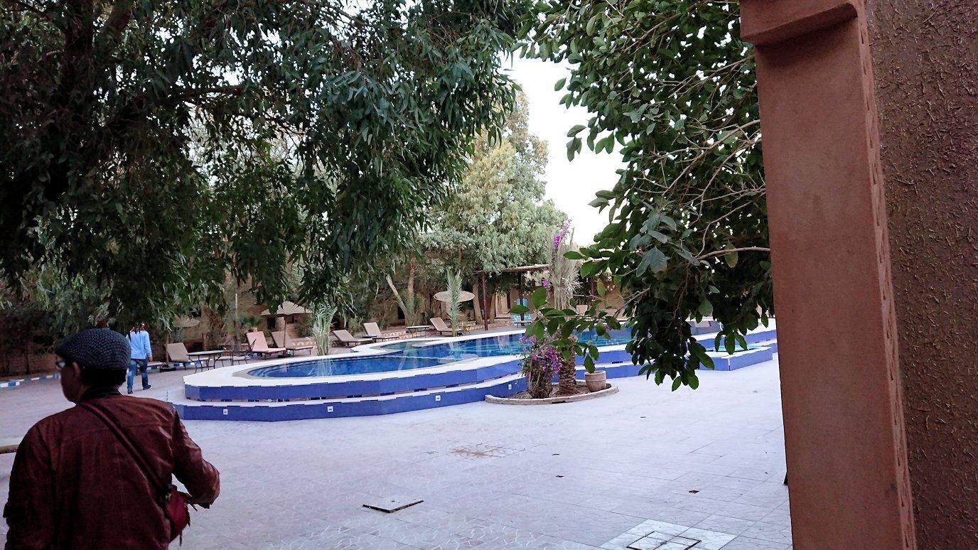 モロッコのメルズーガの砂漠ホテルの部屋の様子