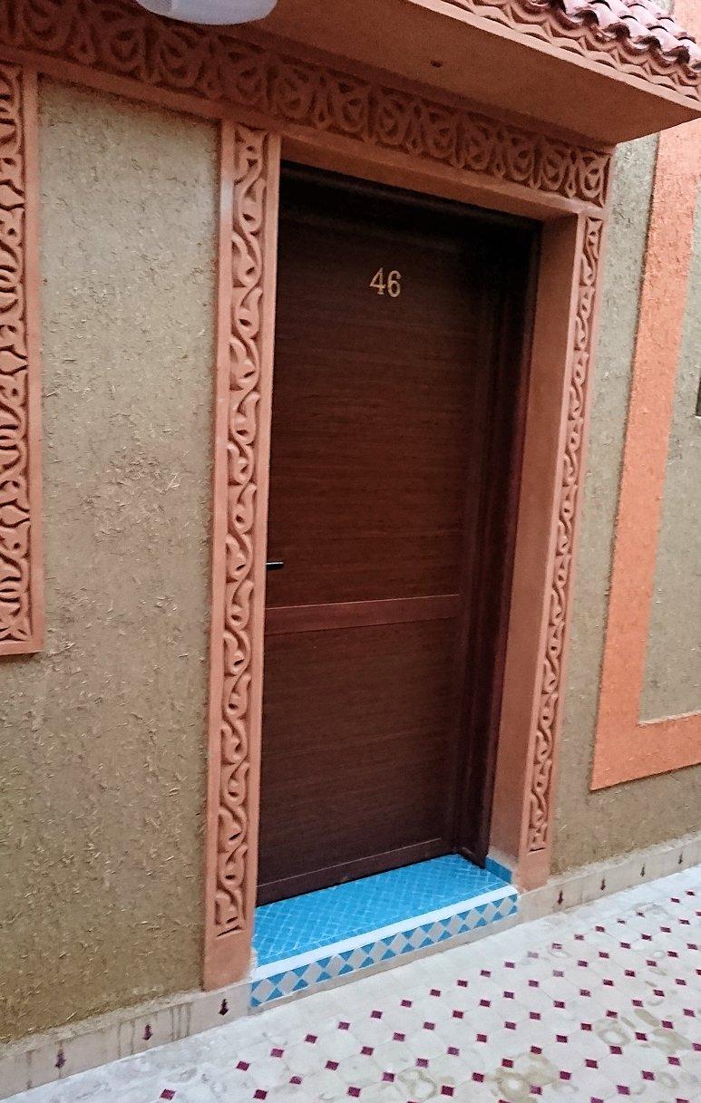 モロッコのメルズーガの砂漠ホテルの部屋の様子1
