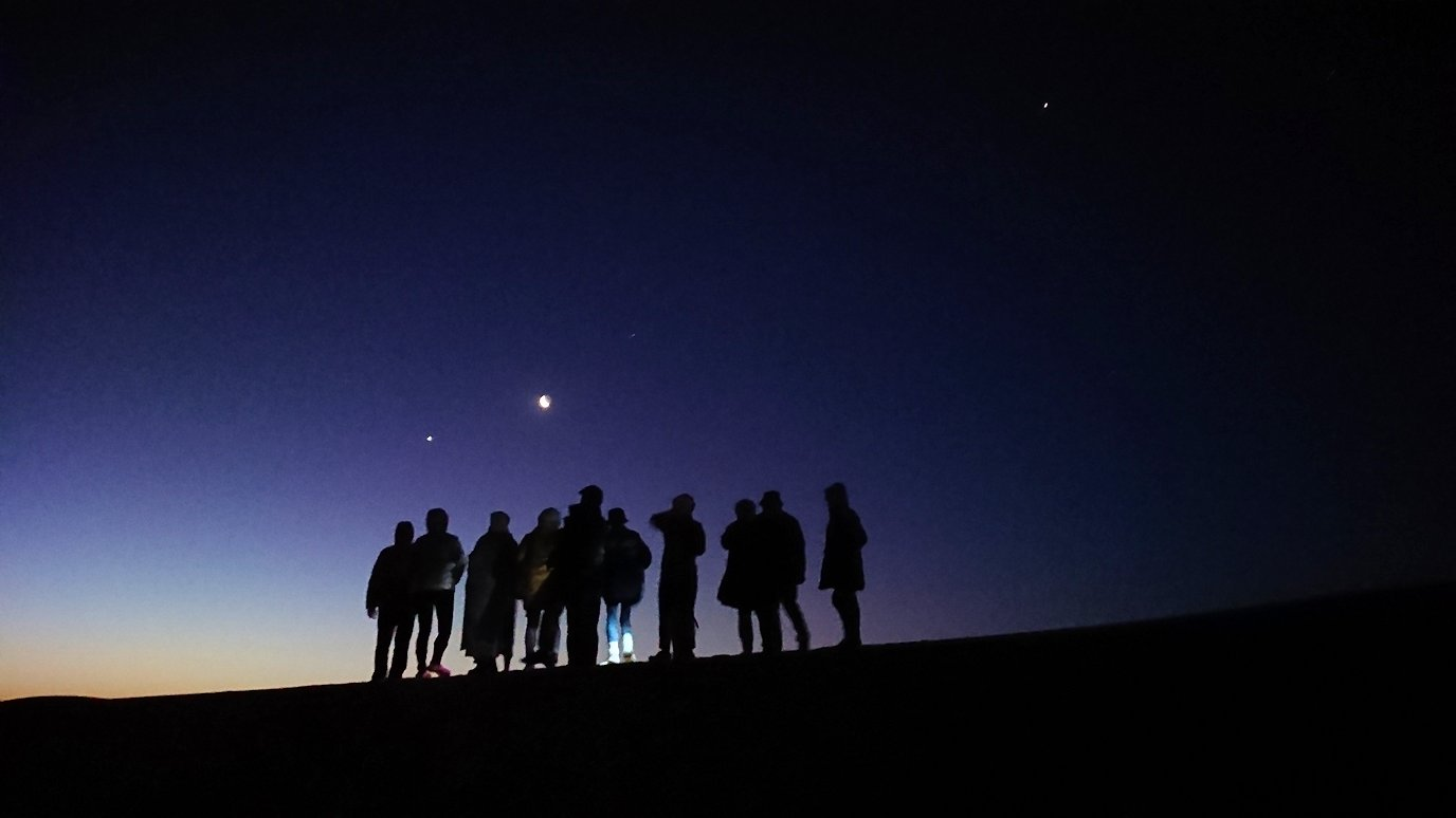 サハラ砂漠で星空観賞に向かう様子3