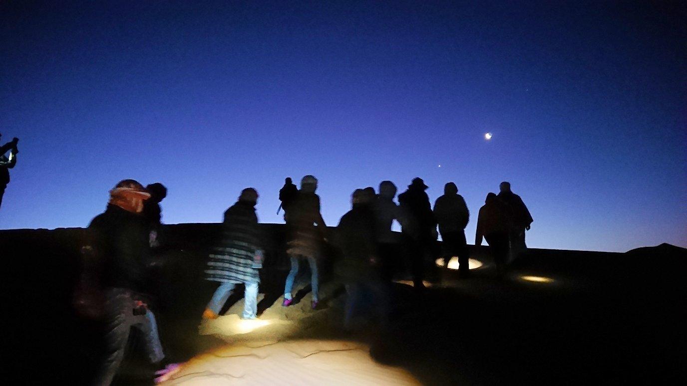 サハラ砂漠を観光する時に必要な懐中電灯とは