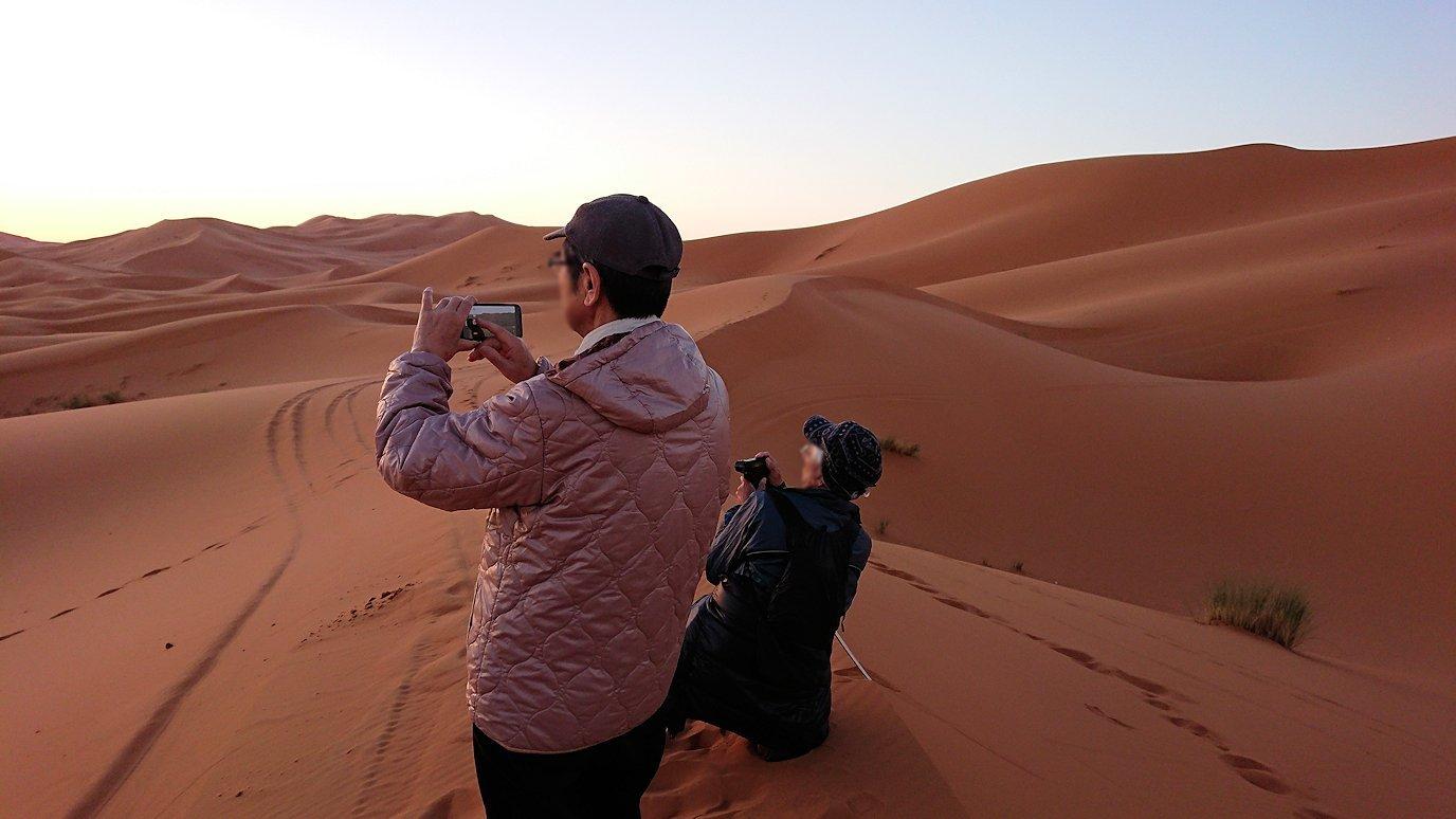 モロッコのサハラ砂漠で遂に朝日とご対面2