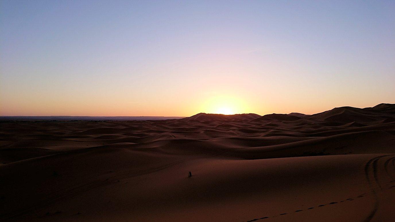 モロッコのサハラ砂漠で遂に朝日とご対面3