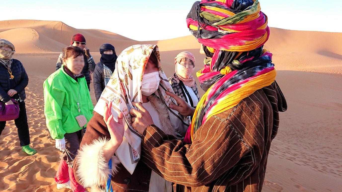 モロッコのサハラ砂漠で朝日鑑賞を済ませて遊ぶ4