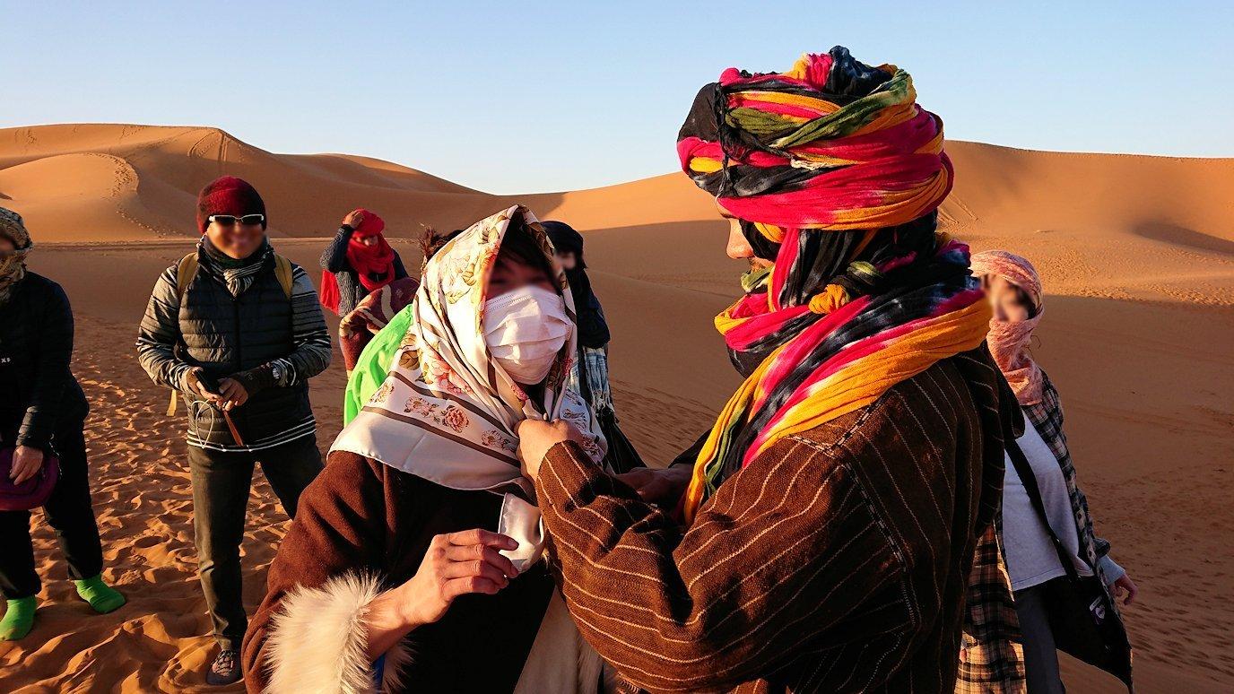 モロッコのサハラ砂漠で朝日鑑賞を済ませて遊ぶ5