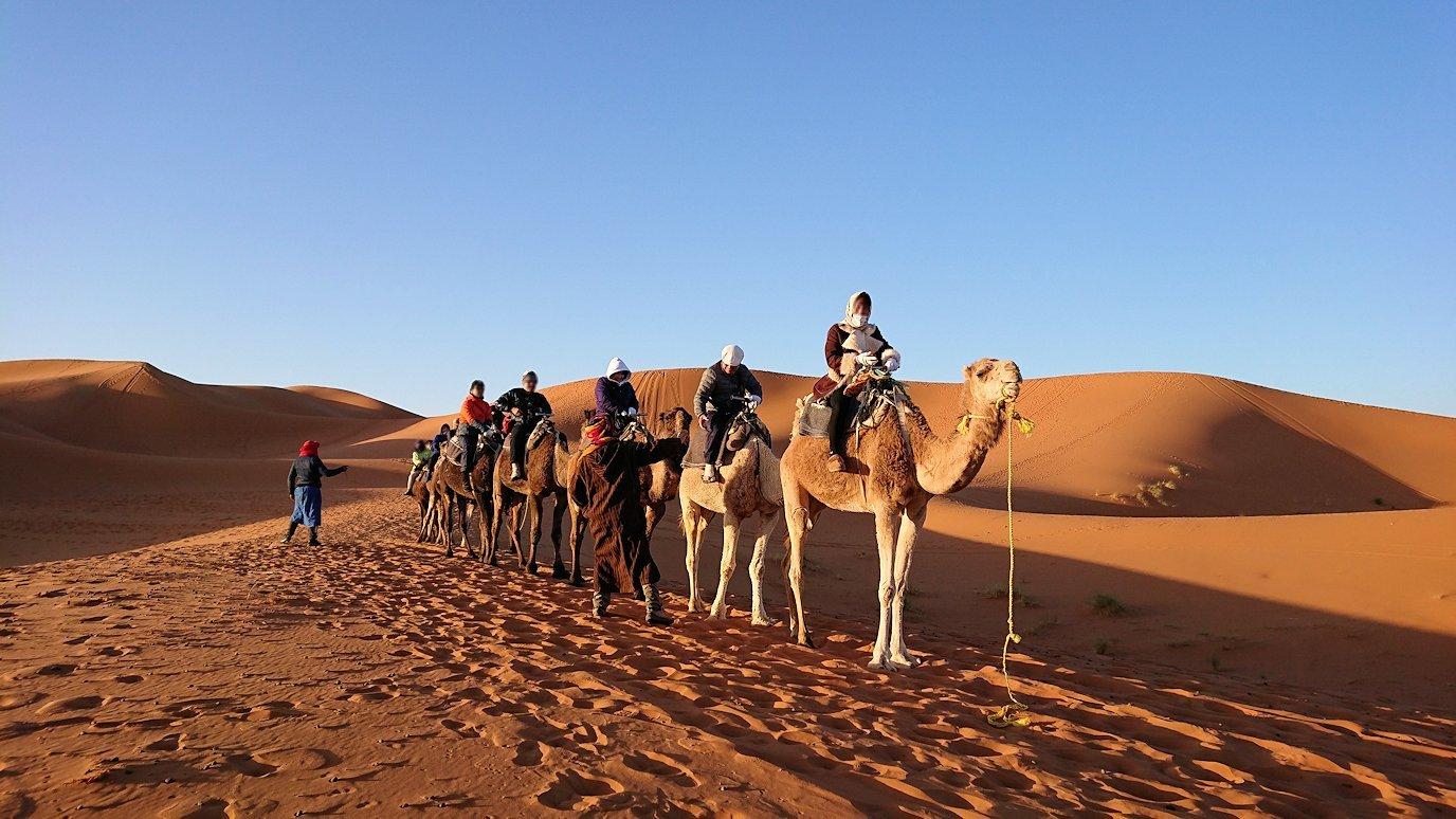 モロッコでサハラ砂漠の朝日鑑賞を終えて帰る道中の様子4