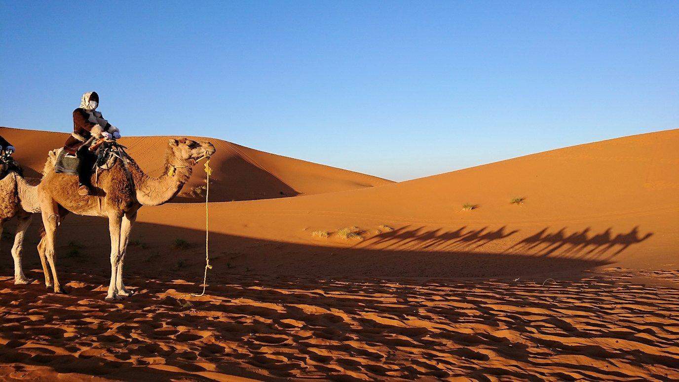 モロッコでサハラ砂漠の朝日鑑賞を終えて帰る道中の様子7