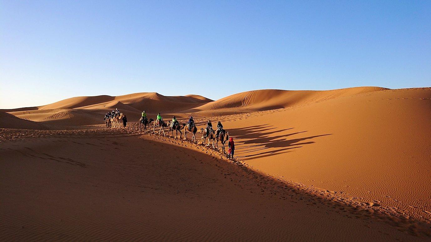 モロッコでサハラ砂漠の朝日鑑賞を終えて帰る道中の様子8