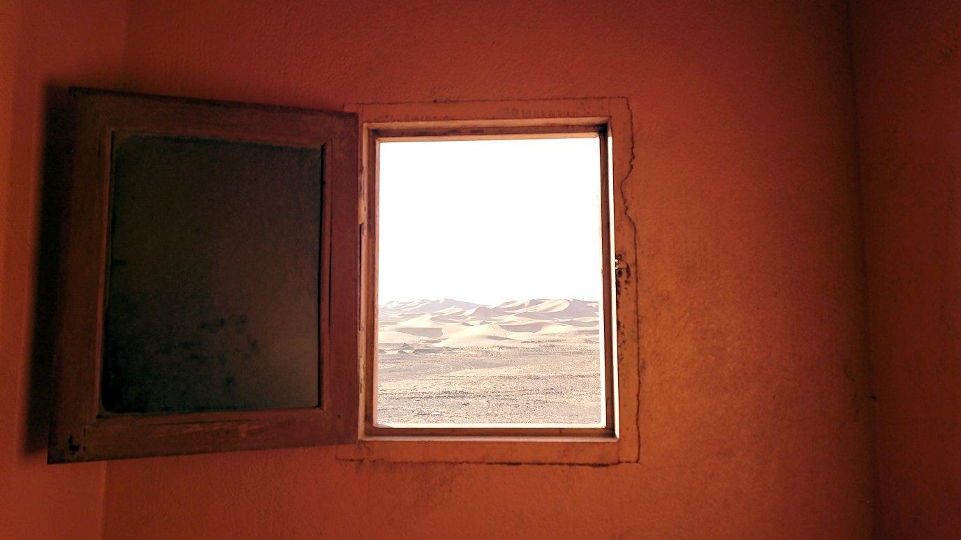 サハラ砂漠でベルベル風朝食をいただきます