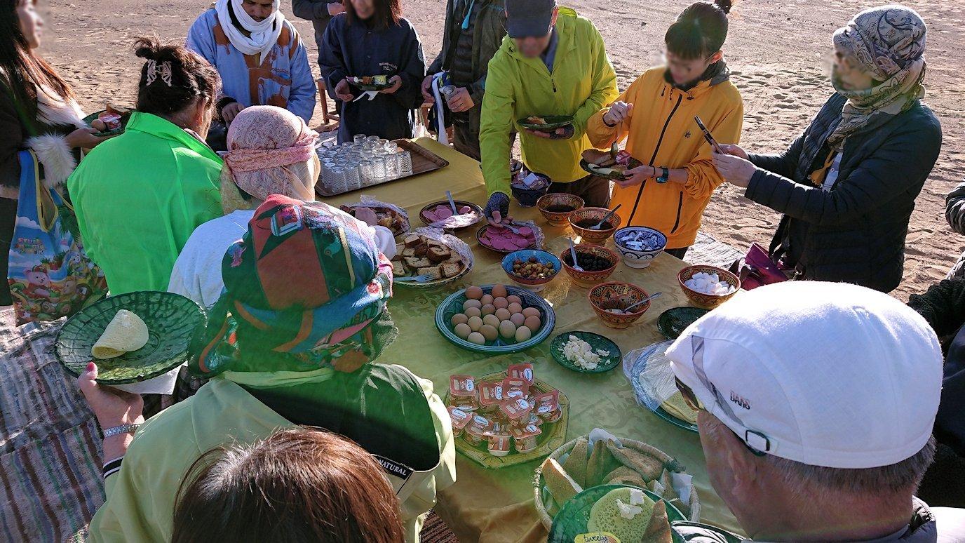 サハラ砂漠でベルベル風朝食をいただきます10