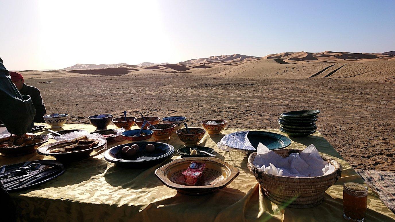 メルズーガのサハラ砂漠でベルベル風朝食を食べます5
