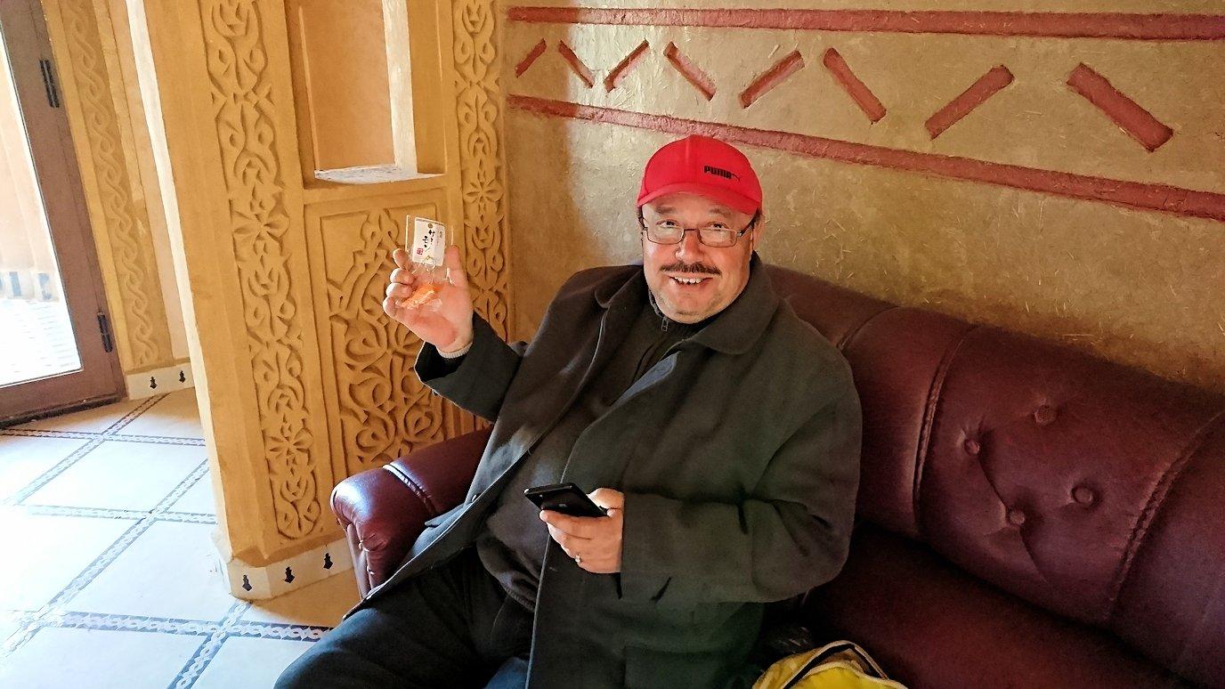 モロッコでチップ代わりに寿司キーホルダーをプレゼントした相手2