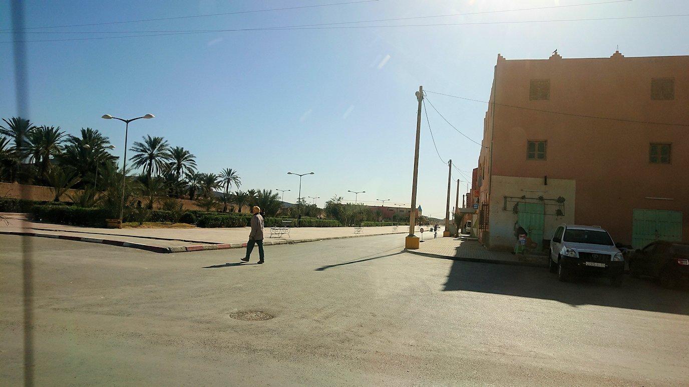 モロッコのメルズーガのホテルからエルフードに戻る2