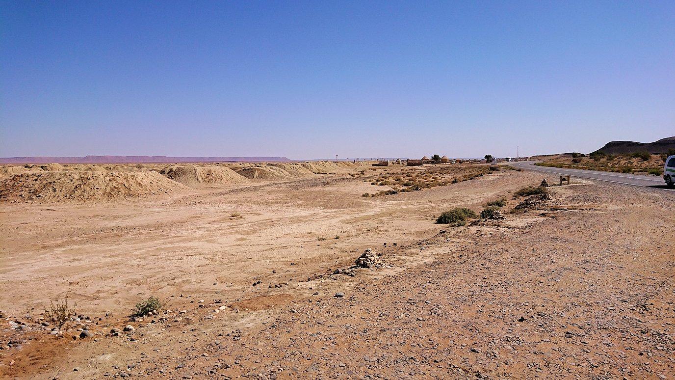 モロッコのカッターラの地下水道溝を見学1