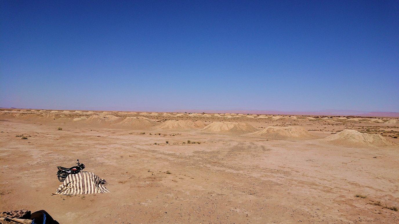 モロッコのカッターラの地下水道溝付近の様子