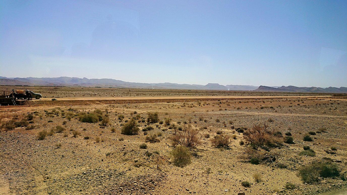 モロッコでカッターラからトドラ渓谷へ向かう途中のサービスエリアの売店にて8