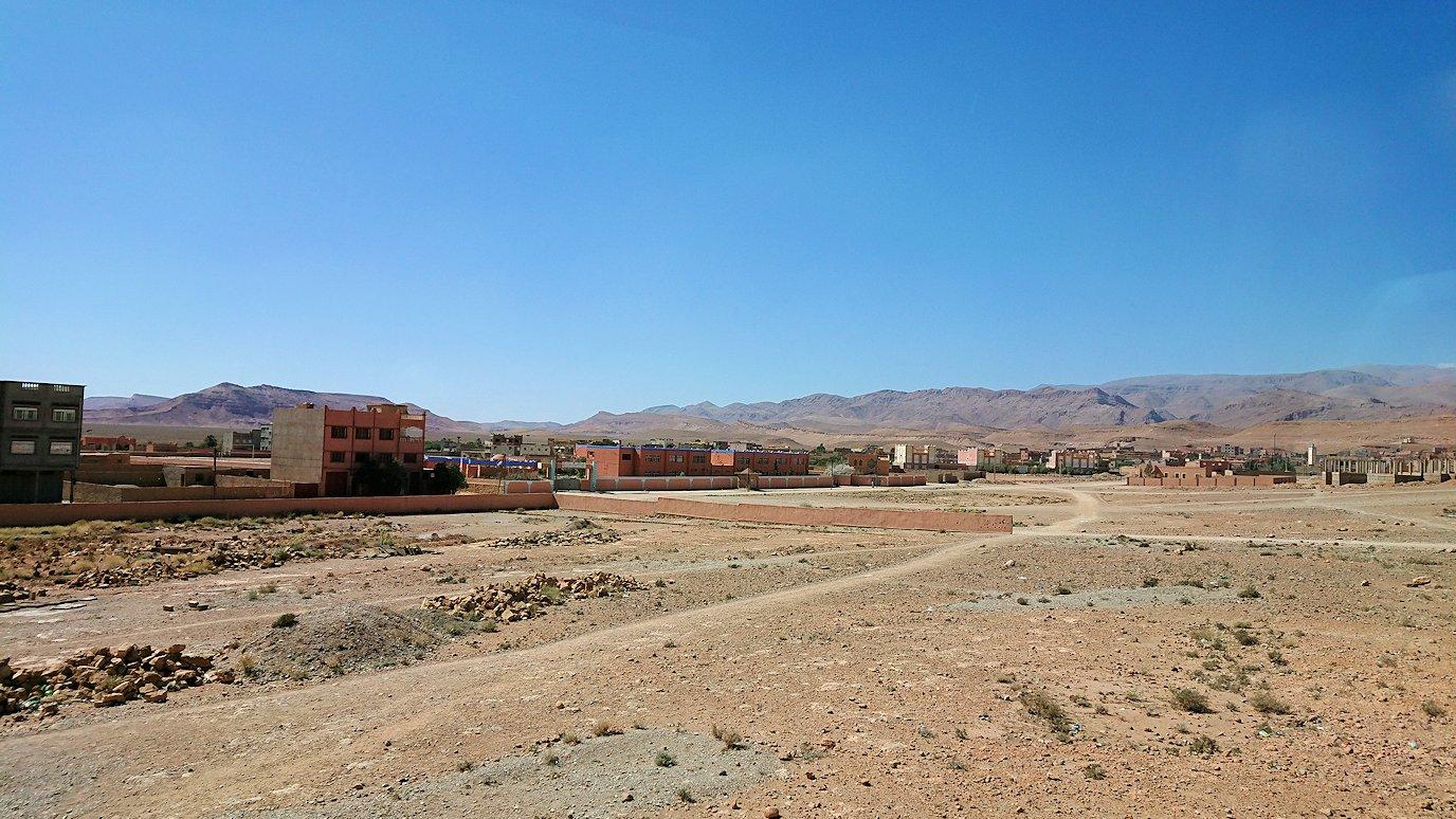 モロッコでカッターラからトドラ渓谷へ向かう道中の様子1