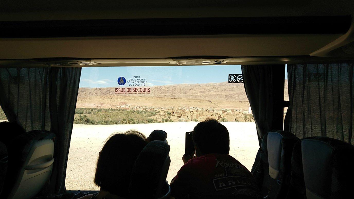 モロッコでカッターラからトドラ渓谷へ向かう道中の様子2