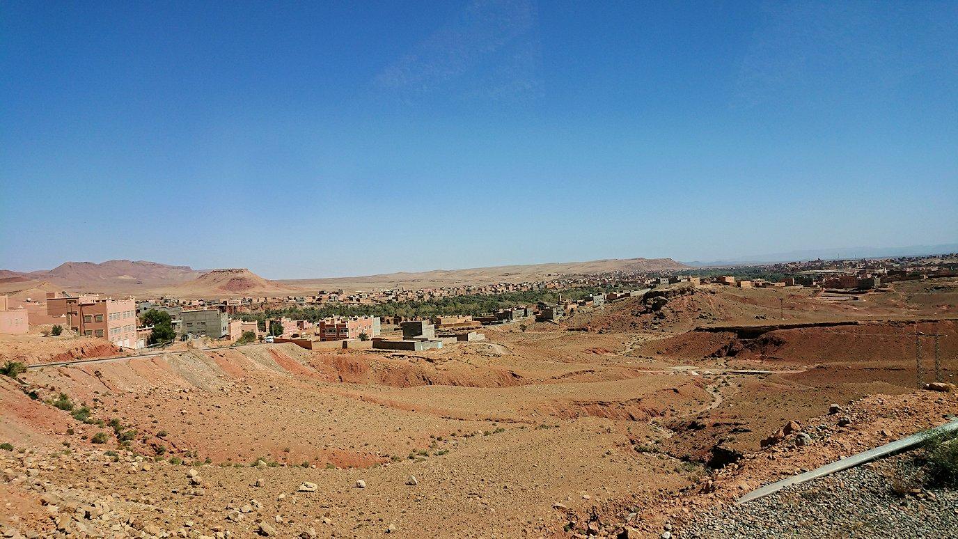 モロッコでカッターラからトドラ渓谷へ向かう道中の様子4