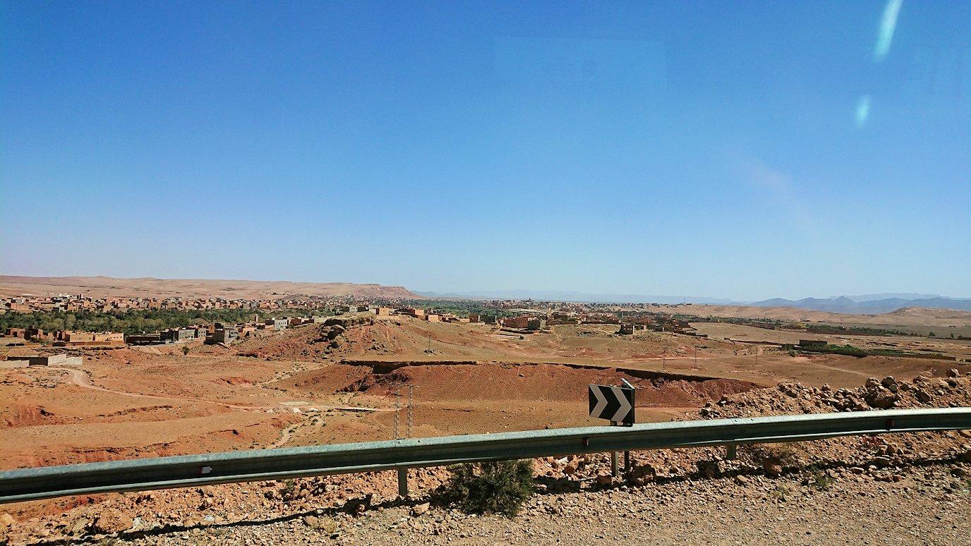 モロッコでカッターラからトドラ渓谷へ向かう道中の様子5