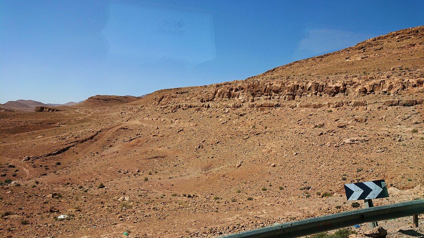 モロッコでカッターラからトドラ渓谷へ向かう道中の様子6