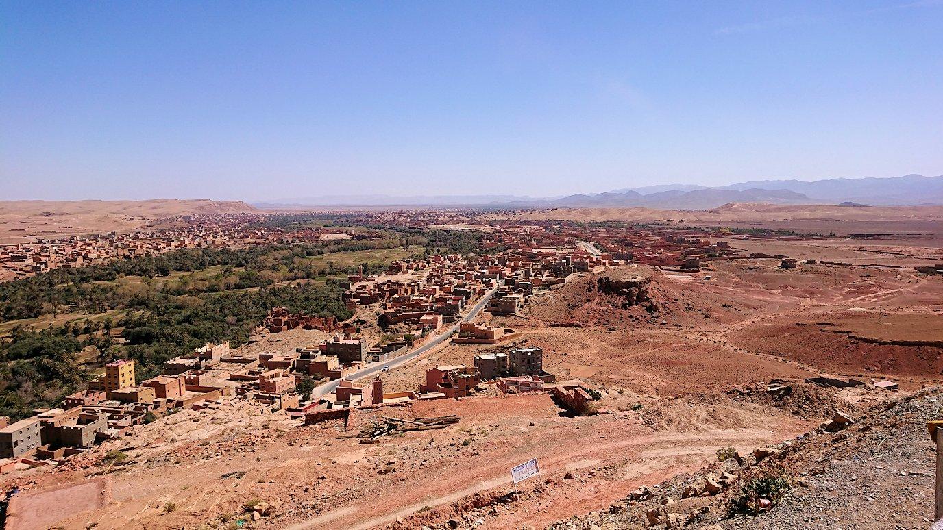 モロッコのティネリールでオアシスのある街を見学1