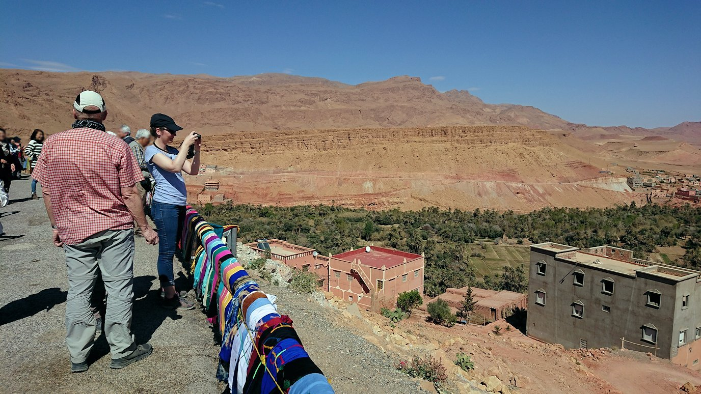 モロッコのティネリールでオアシスのある街を見学2