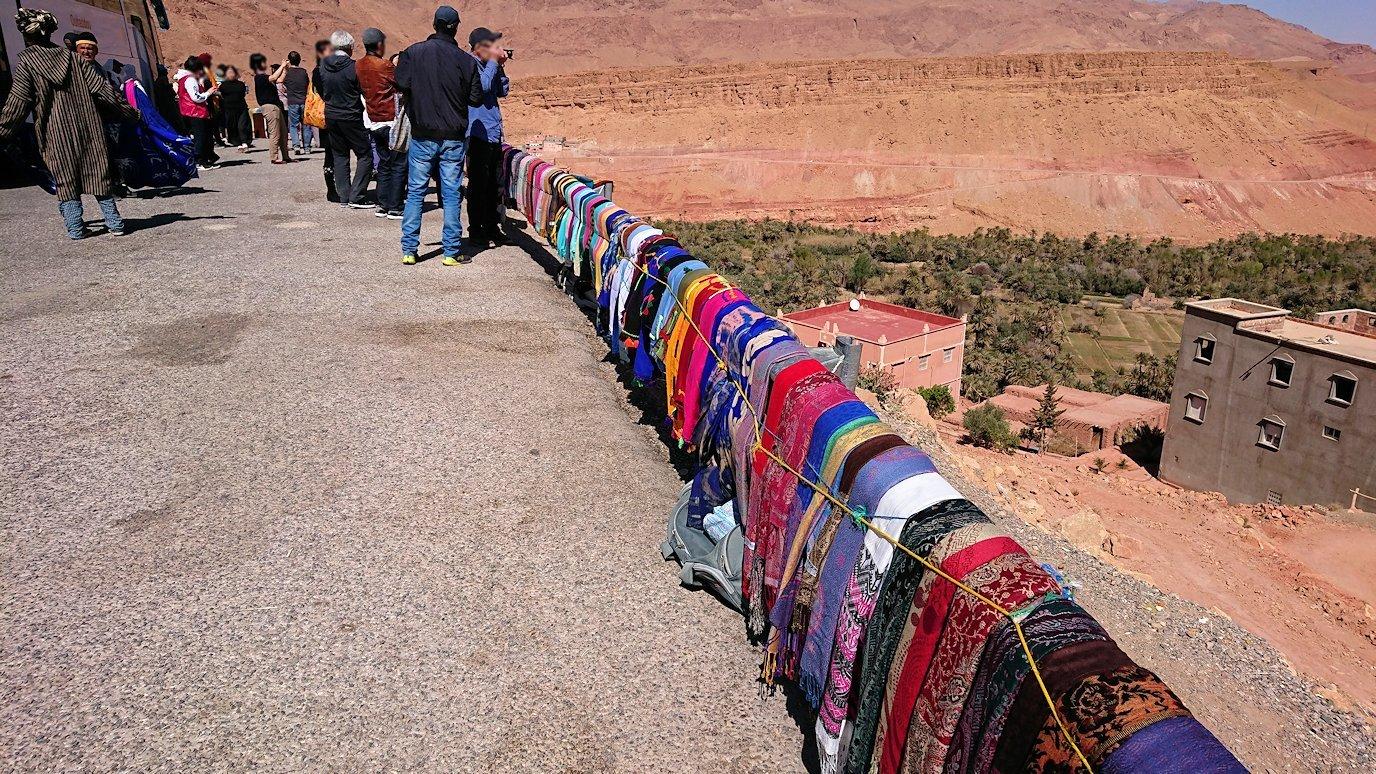 モロッコのティネリールでオアシスのある街を見学5