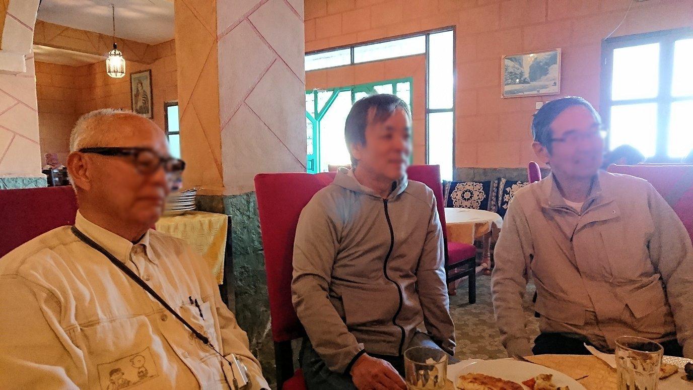モロッコのトドラ渓谷からワルザザートへ向かうにレストランの様子5