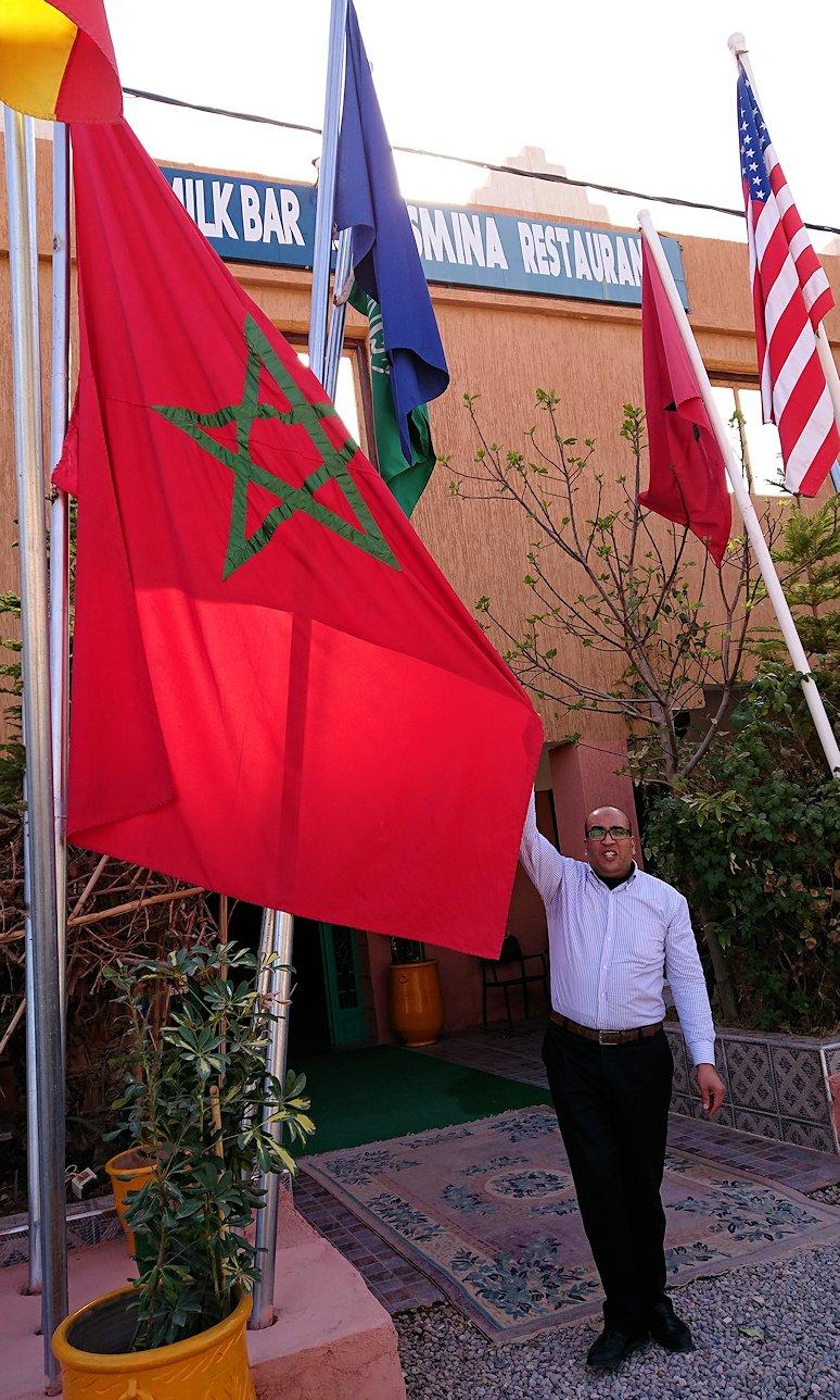 モロッコのトドラ渓谷からワルザザートへ向かうにレストランで美味しく料理をいただきました6