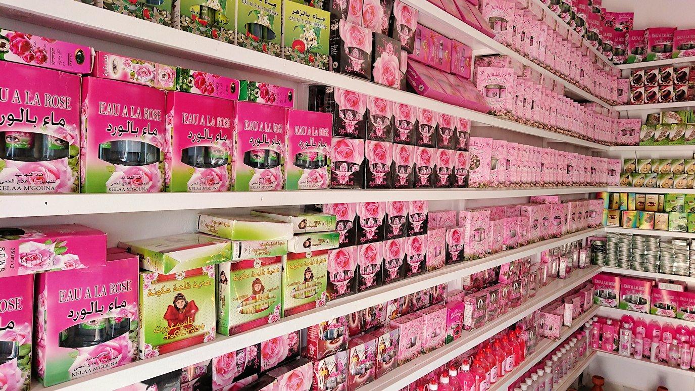 ワルザザートへ向かう途中に薔薇の香水店の様子5