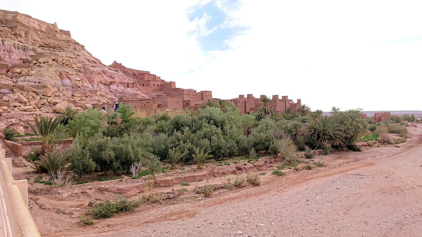 モロッコのワルザザートのアイト・ベン・ハッドゥに入っていきます8