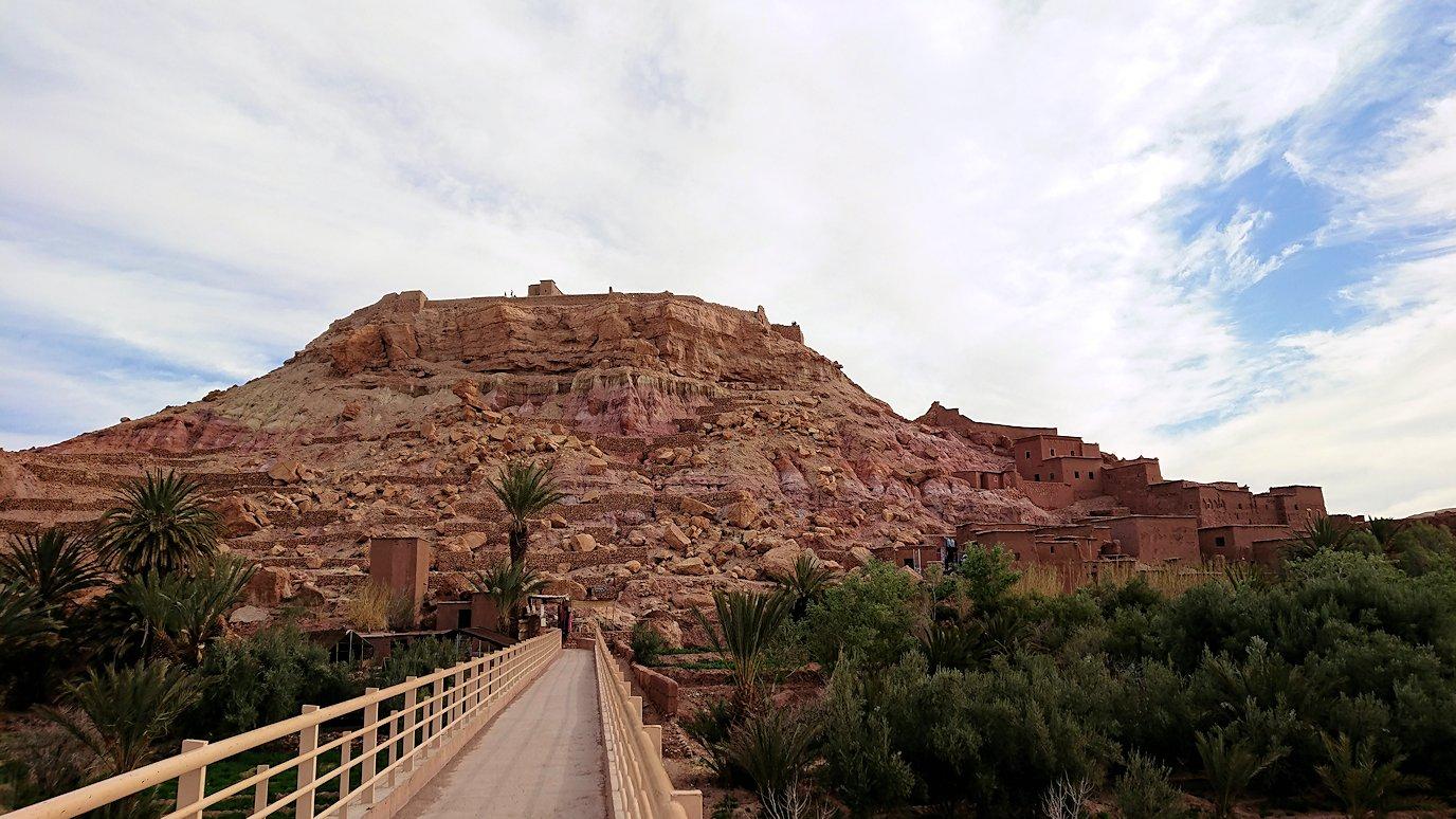 モロッコのワルザザートのアイト・ベン・ハッドゥに入っていきます9