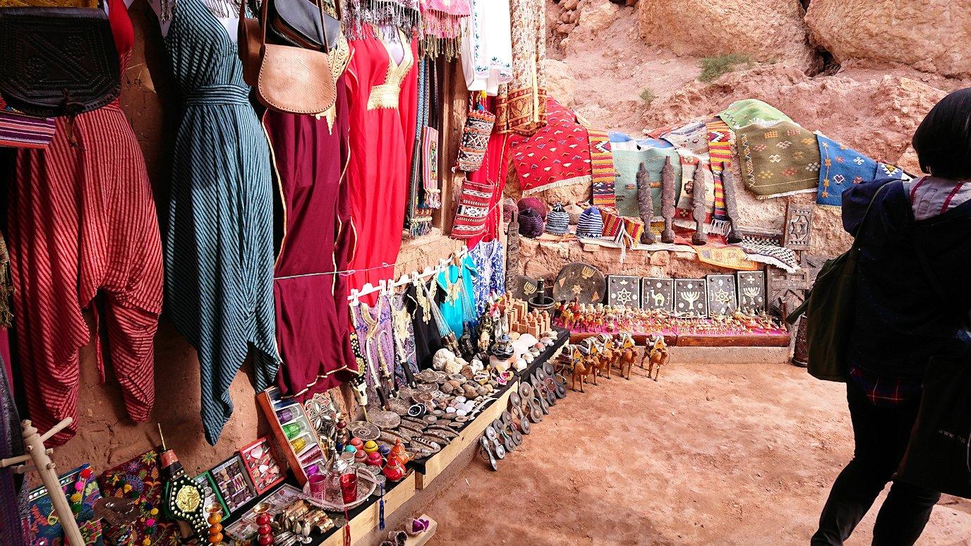 モロッコのワルザザートのアイト・ベン・ハッドゥに入っていきます5